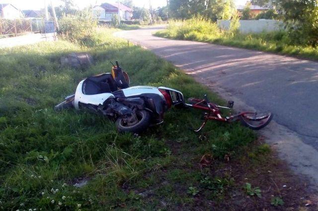 В Славске школьница на велосипеде врезалась в подростка на скутере без прав.