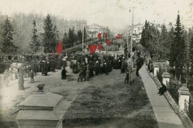 Перемены в Пензе встретили ликованием и народными гуляниями.