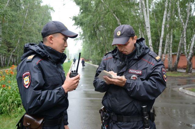 Висящий на дереве труп обнаружили прохожие в Бердске ...