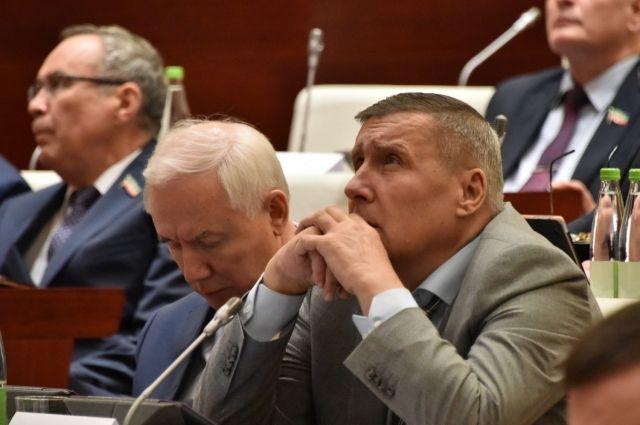 Обращение по поводу договора инициировал депутат Николай Рыбушкин (справа)