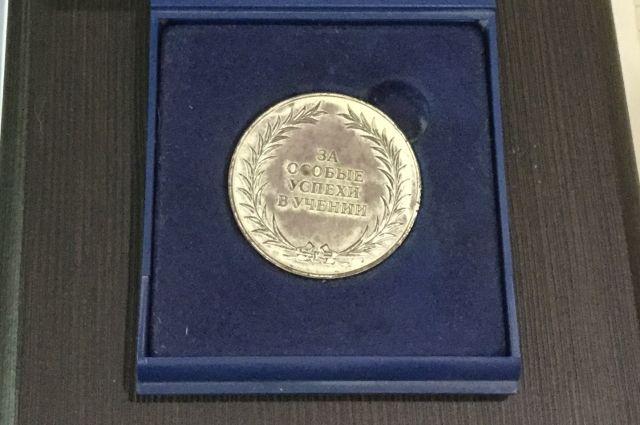 Золотую медаль получил каждый 12-й выпускник.