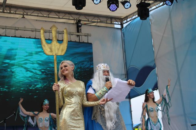 Нептун и русалки из глубин морских с поздравлениями.