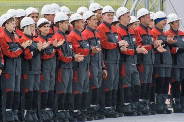 Эти рабочие уже со вчерашнего дня воплощают  в реальность масштабный  проект Русской медной компании по разработке Томинского месторождения медно-порфировых руд  в Челябинской области.
