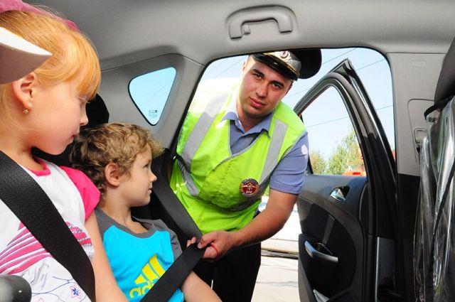 Теперь детей старше семи лет можно перевозить на заднем сиденье автомобиля без детского автокресла.