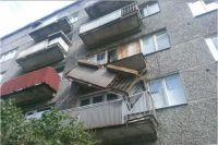 Оренбурженка ночью выпала с балкона из-за рухнувших перил.