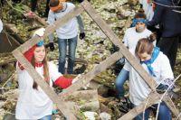 Ребята очистили родник, воды которого впадают в реку Гайву.