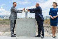 10 июля Алексей Гордеев и Михаэль Попп торжественно заложили памятную капсулу в основание фармзавода.