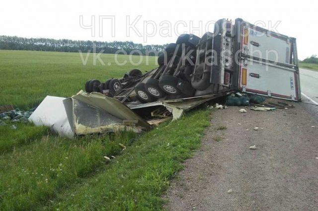 Водитель большегруза погиб до приезда скорой.