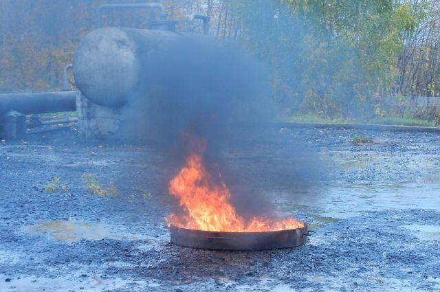 По легенде, на одном из предприятий загорелся резервуар.