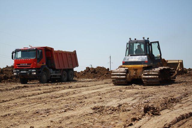 Для качественной трассы необходимо хорошо уложить земельное полотно.