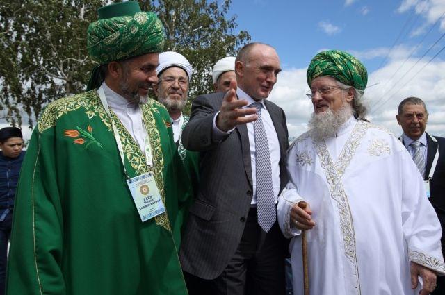 В Троицке на Расулевских чтениях Борис Дубровский встретился с ведущими мусульманскими деятелями страны.