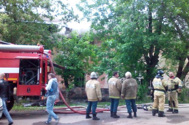 Предварительной причиной возгорания стало замыкание электропроводки.