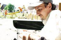 Игорь Фролов профессионально занимается резьбой по дереву более 30 лет.