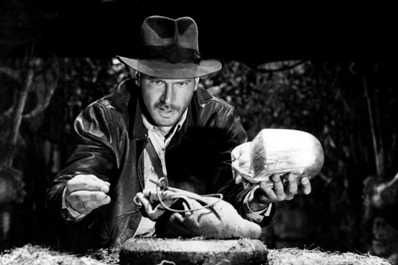 «Индиана Джонс: В поисках утраченного ковчега» (1981) — любитель приключений, археолог Индиана Джонс.
