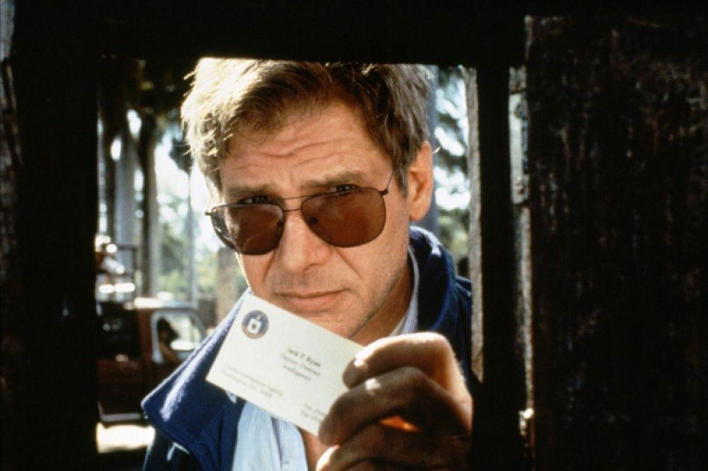 «Прямая и явная угроза» (1994) — заместитель директора ЦРУ по безопасности Джек Райан.