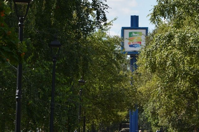 Часы на аллее на ул. Малахова