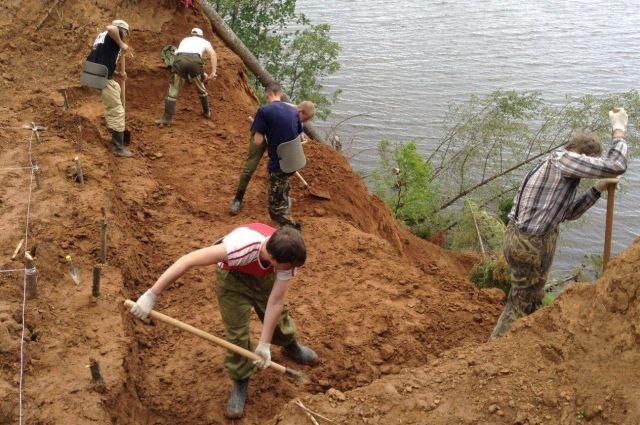 Первый фрагмент скелета ископаемого животного нашли в Оханском районе в 2010 году.