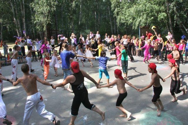 Одаренных тюменских школьников встречает «Серебряный бор»