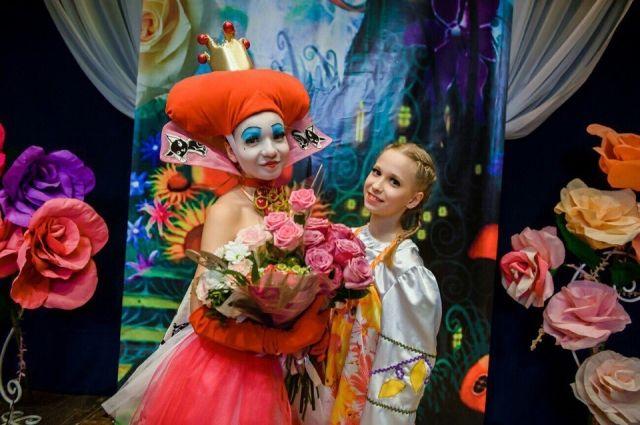 Анастасия Запевалова (справа) и её тренер, Наталья Орлова после одного из выступлений
