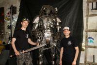 Александр и Андрей Алешковы уже десять лет создают фигуры из металла.