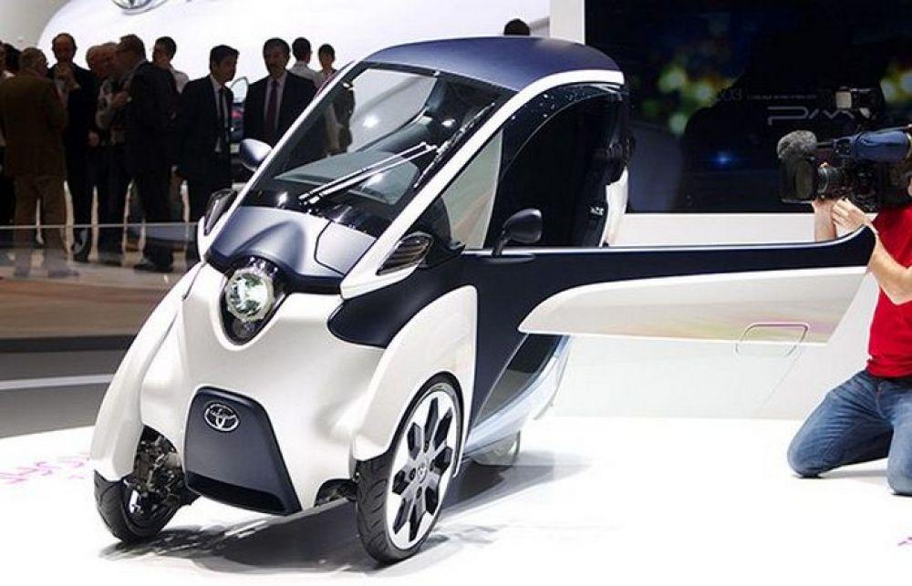 Toyota iRoad. Это не столько машина, сколько комбинация мотоцикла и автомобиля.