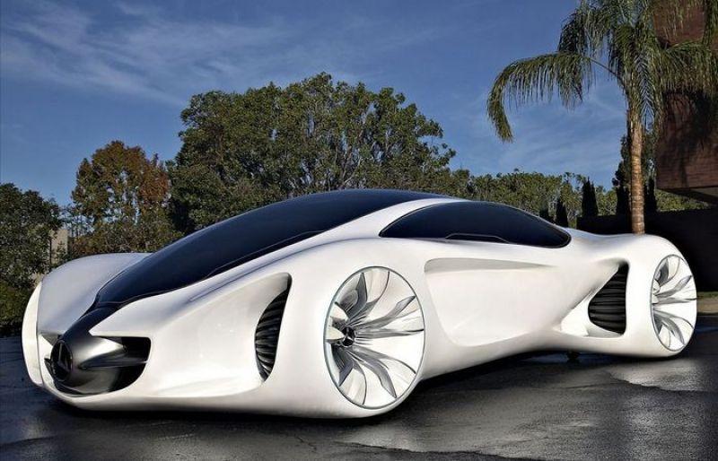 Mercedes Benz BIOME. Ее внешние и внутренние детали сделаны из материалов, выращенных из генетически модифицированных семян. Кроме того машина ездит на растительном соке.