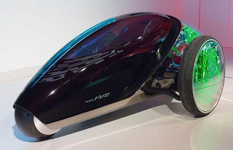 Toyota FV2. У этого авто нет тормозных колодок, рулевого колеса и педали газа. Кроме того, она  оснащена системой распознавания лиц.