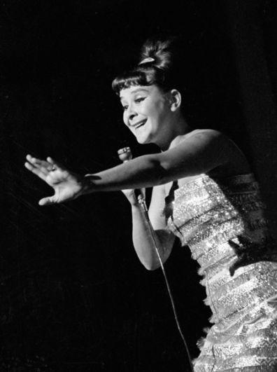 Исполнительница эстрадных песен Тамара Миансарова. 1965 год.