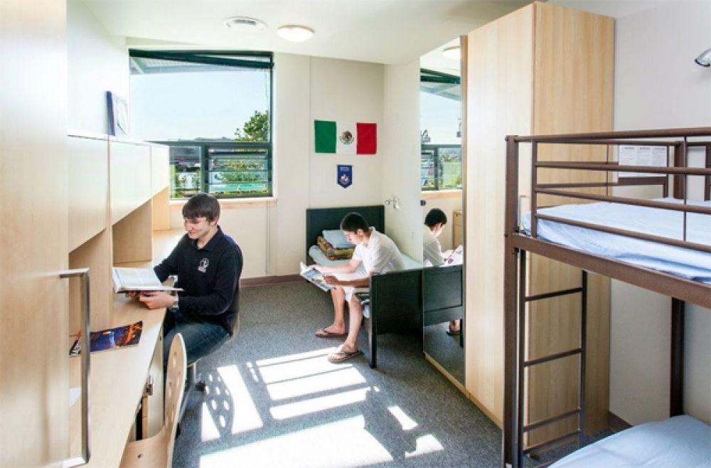 У канадских студентов в комнате царит чистота и очень неплохой ремонт