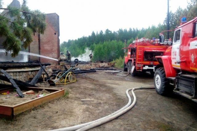 Из горящего здания эвакуировали людей