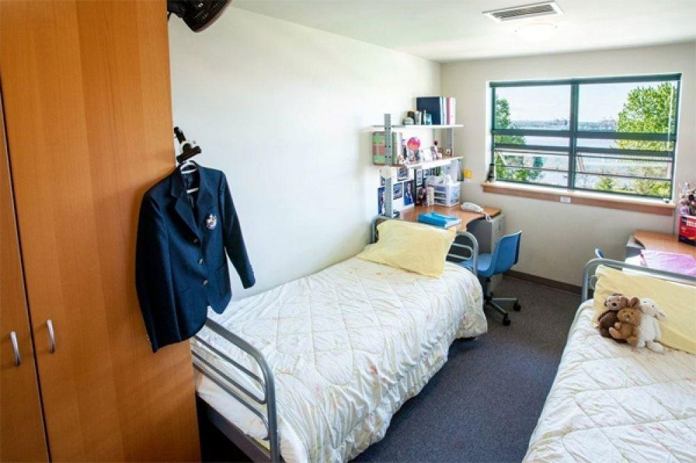 В канадских резиденциях (именно так в этой стране называются общежития) живут двое людей, которые оплачивают свое проживание каждый триместр