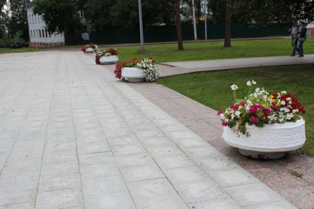 В Приуралье ремонтируют детские площадки и тротуары