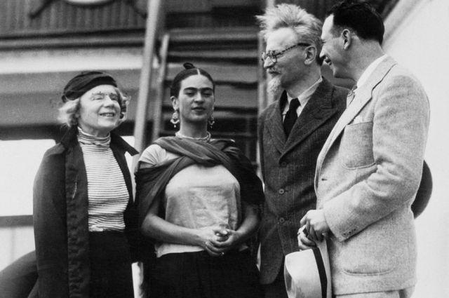Флирт Льва Троцкого с мексиканской художницей чуть не привел к разрыву с женой Натальей Седовой.