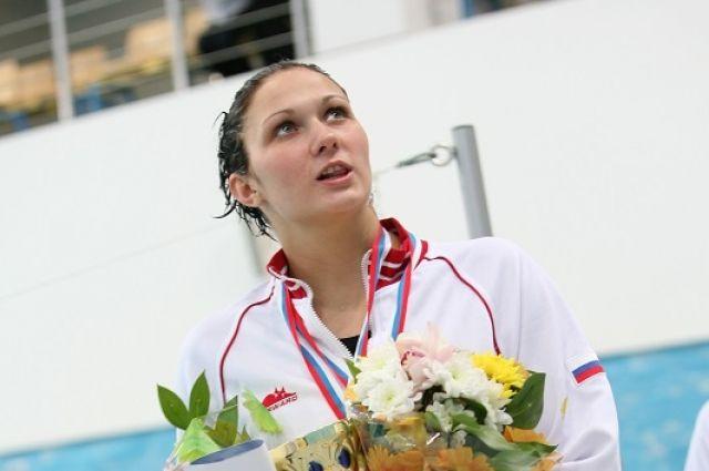 Спортсменка поборется за победу в состязаниях по плаванию.