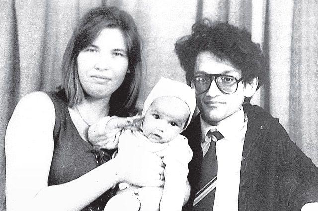 Екатерина, Рубен и их трёхмесячная дочь Надя, 1994 г.