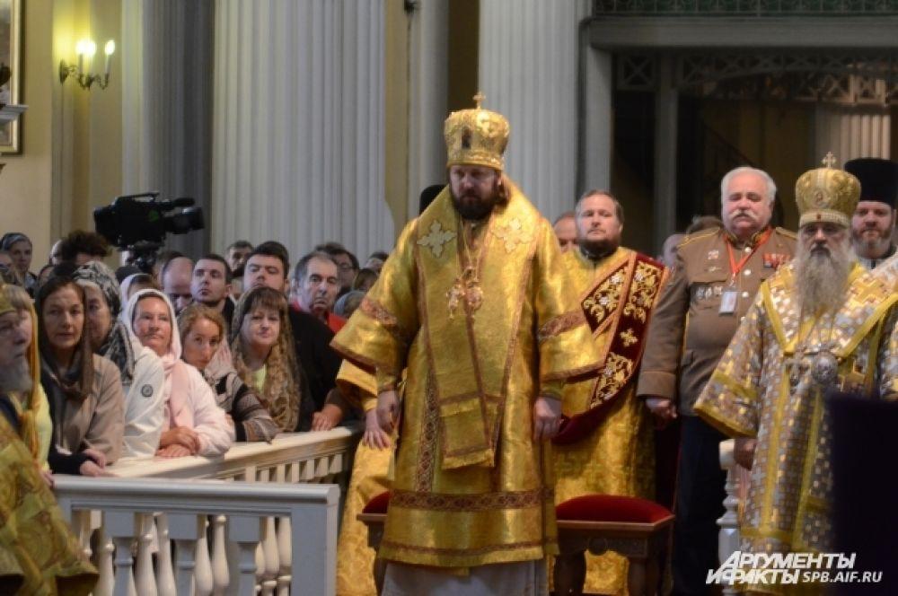 В лавре провели литургию.