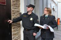 Арест, а потом и реализация имущества грозит должникам.