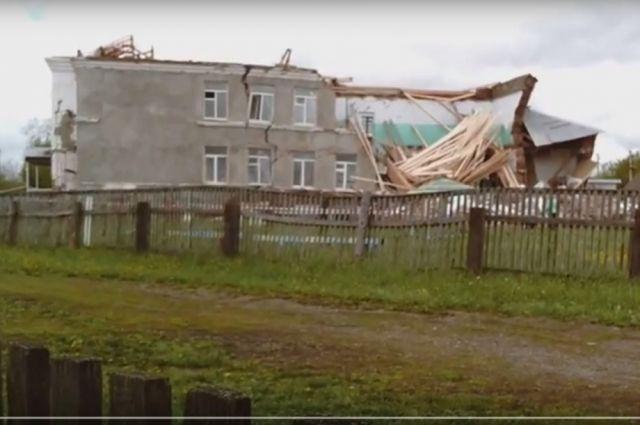 Во время обрушения старой школы никто не пострадал.