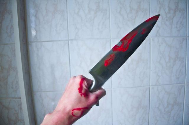 Мужчина ударил жену ножом в живот.