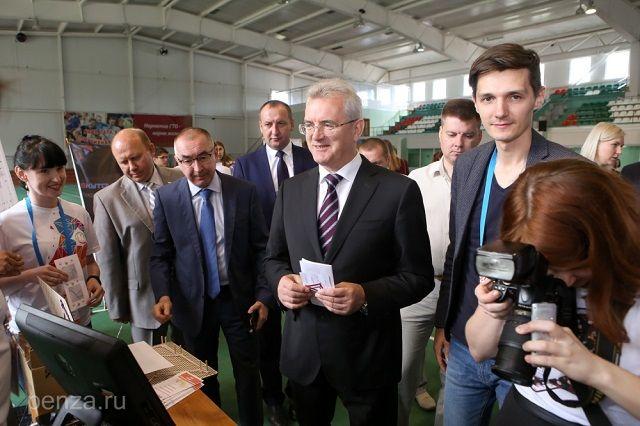 Особый интерес главы региона вызвала инициатива по возрождению популярной ранее игры в лапту.