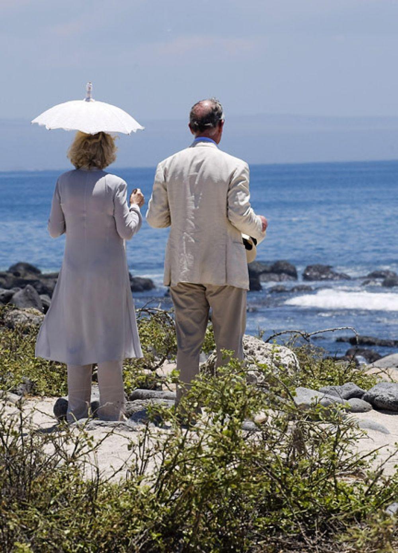 2009 год. Принц Уэльский и герцогиня Корнуольская на Галапагосских островах во время десятидневного тура по Южной Америке.