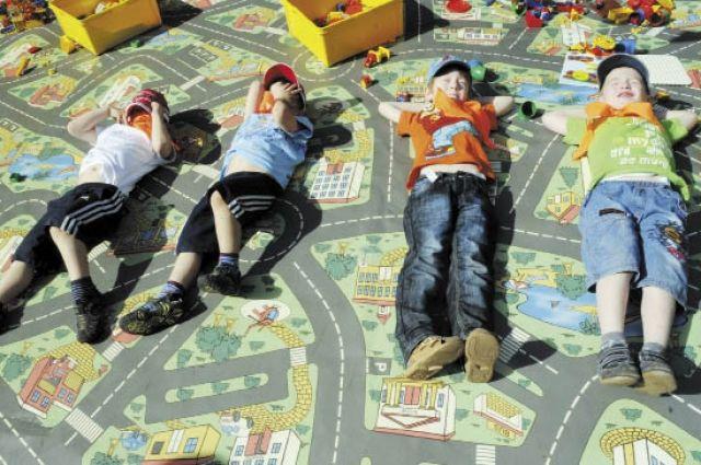Аквапарк и детский развлекательный центр в Лабытнангах в рисунках детей