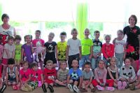 Ребята из Детского сада №185 со своими воспитателями каждый день устраивают маленькие путешествия в страну детства.