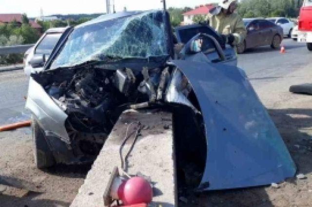 В Оренбурге LADA Priora  врезалась в бетонный блок, погиб водитель.