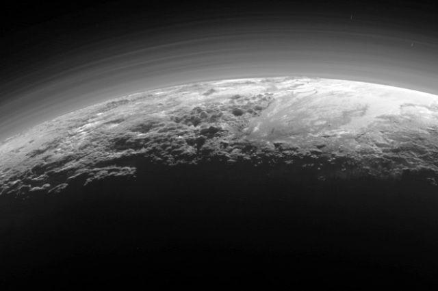 NASA опубликовали видео полета над Плутоном иХароном