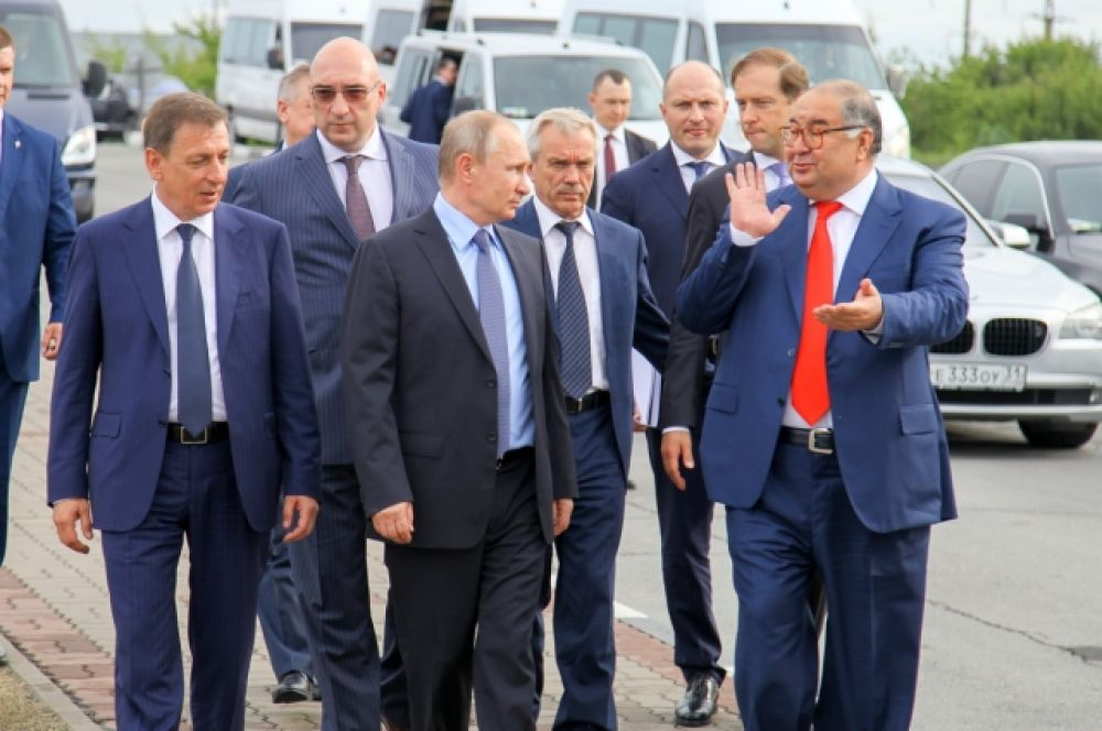 В преддверии Дня металлурга Владимир Путин посетил Лебединский горно-обогатительный комбинат (ГОК), отмечающий своё 50-летие.