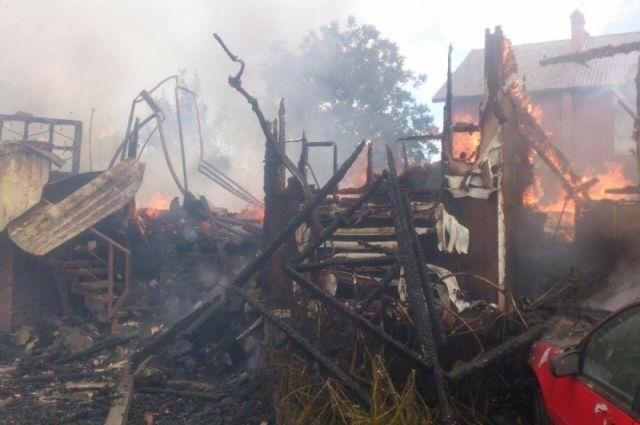 В Семикаракорске при пожаре в частном доме погибли два человека