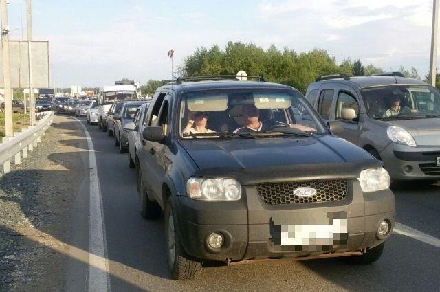 На выезде из города пробки могут усилиться из-за неработающего светофора.