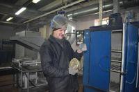 Плавильщик обогатительной фабрики Агинского ГОК Виталий Голубцов.
