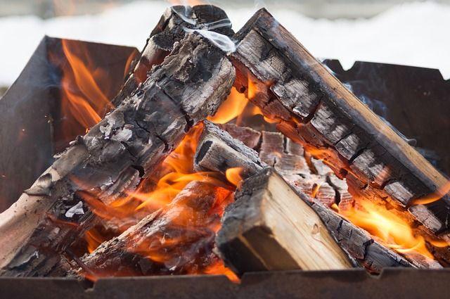 Оренбуржец едва не лишился ног, разжигая костер.